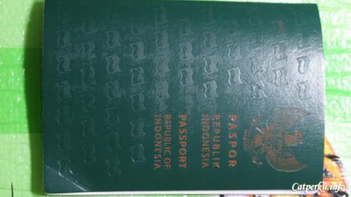 Kalau buku adalah jendela dunia, maka Passport adalah pengantar melihat dunia :) Buat yang bingung dengan cara buat paspor sendiri, syarat perpanjangan paspor itu apa saja, hingga biaya pembuatan paspor itu berapa bisa baca tulisan ini!