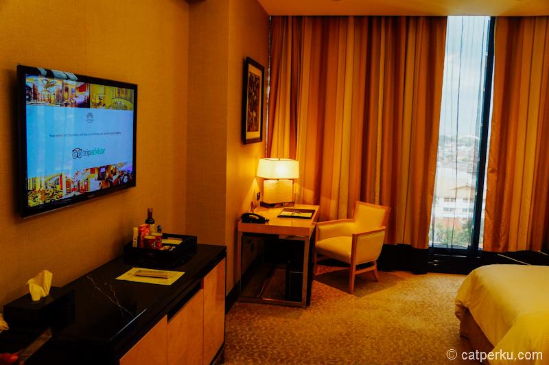 Pastikan untuk melihat review dari hotel yang akan kalian tempati nantinya!