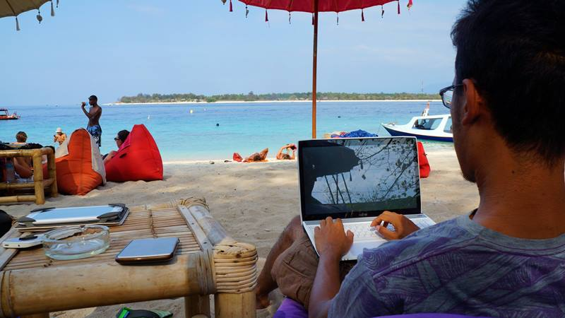 Pekerjaan Travel Blogger Indonesia ya jalan-jalan, lalu nulis! Eh, nggak segampang itu sih!