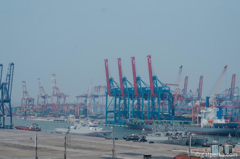 Pelabuhan yang ada di Utara Jakarta ini keren banget!