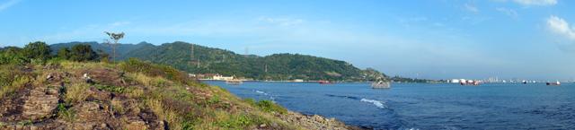 Pemandangan panorama di sisi kanan Pulau Perak Kecil, ketika saya menghadap ke arah Pulau Jawa.