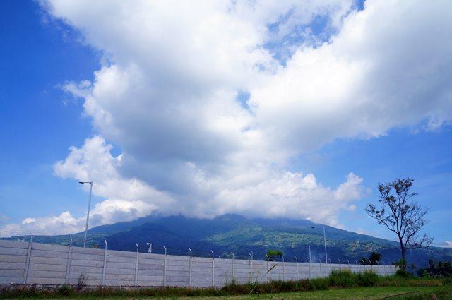 Pemandangan seperti yang saya temui di Padang ini bikin pikiran segar!