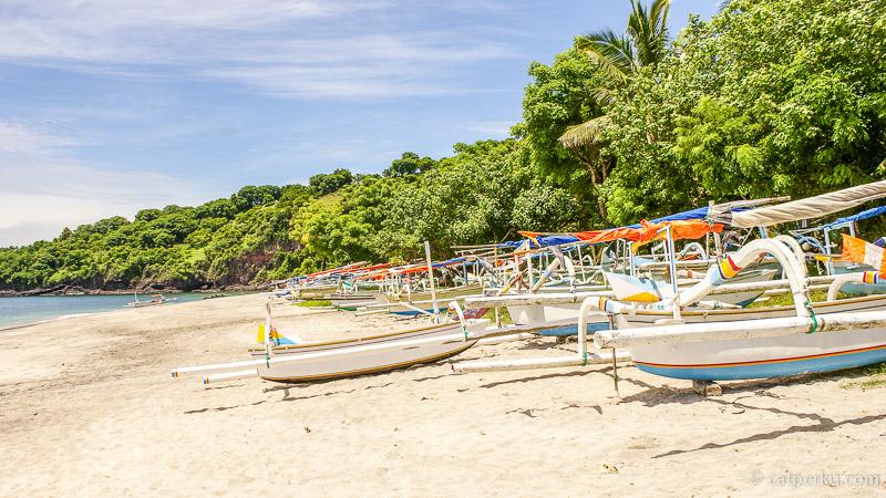 Perahu berjenis Jukung milik nelayan sekitar Pantai Perasi atau Virgin Beach White Sand Beach Bali!