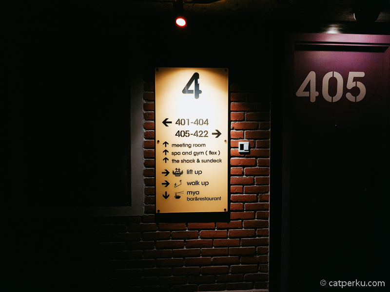Petunjuk yang memudahkan untuk mencari kamar ini ada dimana mana
