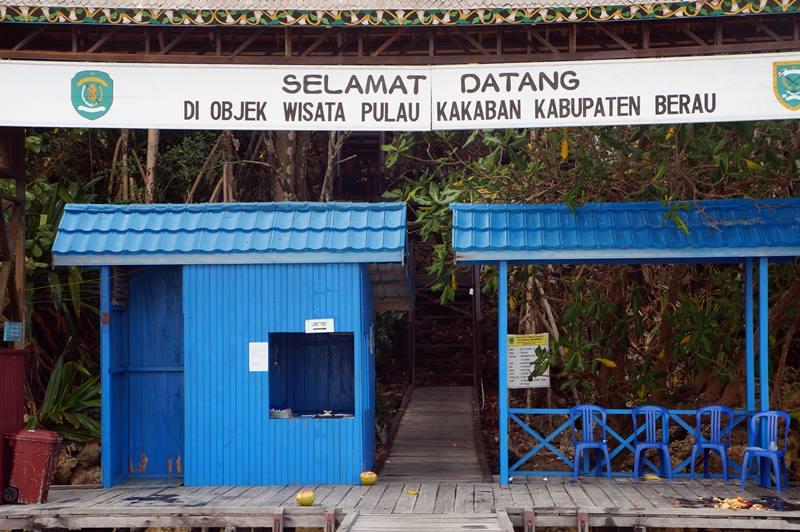 Pintu masuk satu-satunya untuk menuju Danau Kakaban yang ada di tengah pulau.