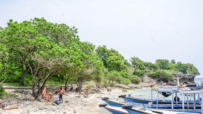 Pulau Menjangan yang tak berpenghuni