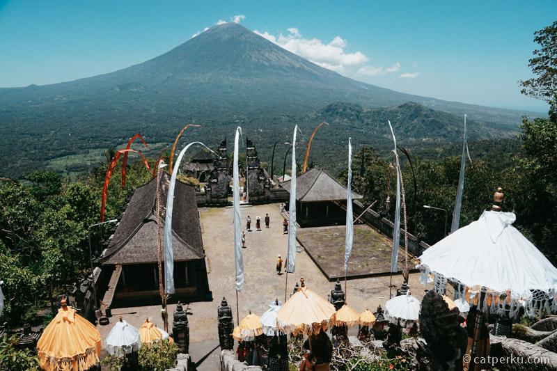 Pura Luhur Lempuyang, salah satu tempat yang cocok untuk menikmati pemandangan Gunung Agung!