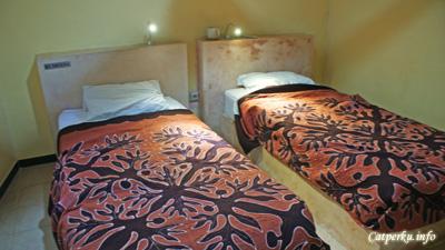 Kamar Double Bed di Surfer Inn