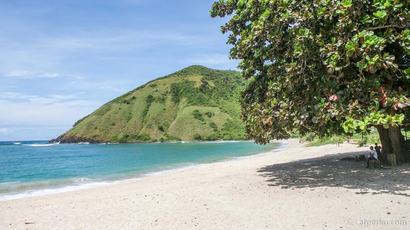 Salah satu tempat buat ngadem di pantai ini