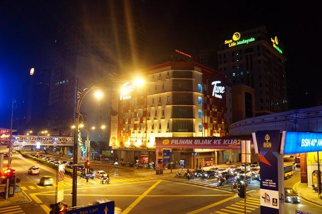 Saya menginap do Tune Hotel Downtown KL yang ada di Medan Tuanku selama di Kuala Lumpur. Jadi gampang kalau mau berburu tempat makan di Kuala Lumpur dari sini.
