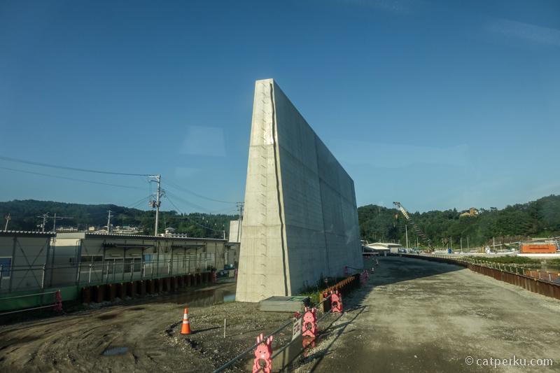 Sea wall terbaru kota Taro sekarang setinggi lebih dari 16 meter