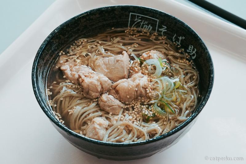 Sebenarnya saya lebih suka Mie Soba dingin, tapi yang panas pun juga enak. Terutama ketika musim dingin seperti ini