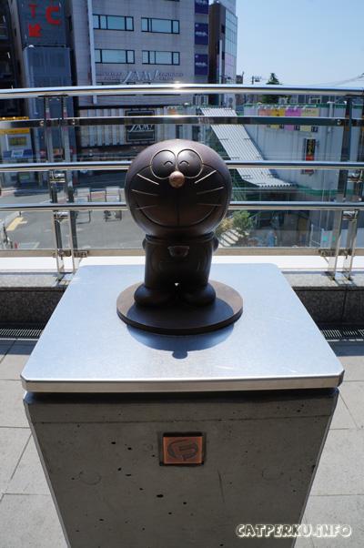 Kalau sudah menemukan patung Doraemon seperti ini, berarti arahnya sudah benar menuju Museum Fujiko F Fujio.