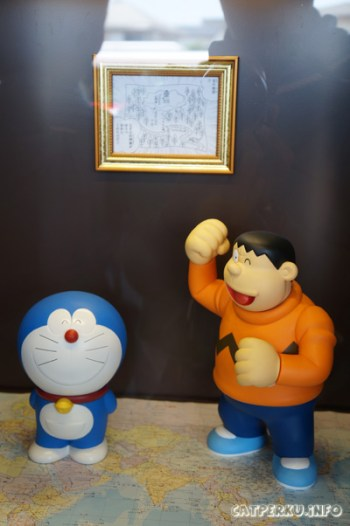 Doraemon dan Giant mau menakklukan dunia?