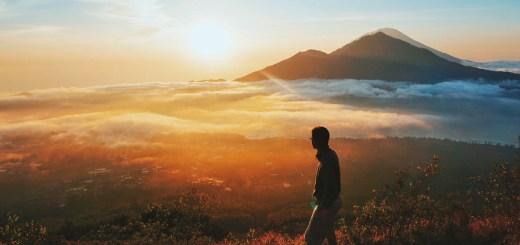 Selain Pantai Sanur, tempat terbaik untuk melihat sunrise di Bali adalah dari puncak Gunung Batur