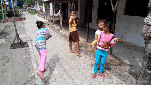 Selalu ada senyum dimanapun, termasuk di Desa kubangwungu ini ^^