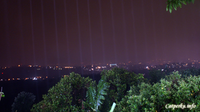 Dengan pemandangan malam kota Bandung seperti ini, ada yang gak mau?