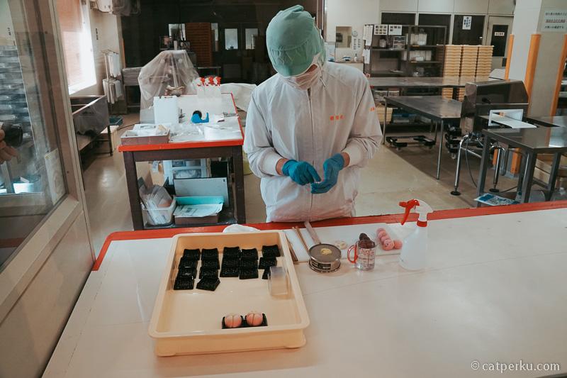 Senang sekali bisa berkesempatan untuk melihat cara pembuatan Kibi-Dango secara tradisional.