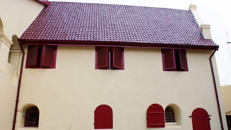 Seperti biasanya, bangunan dari masa kolonialisme itu kokoh sekali