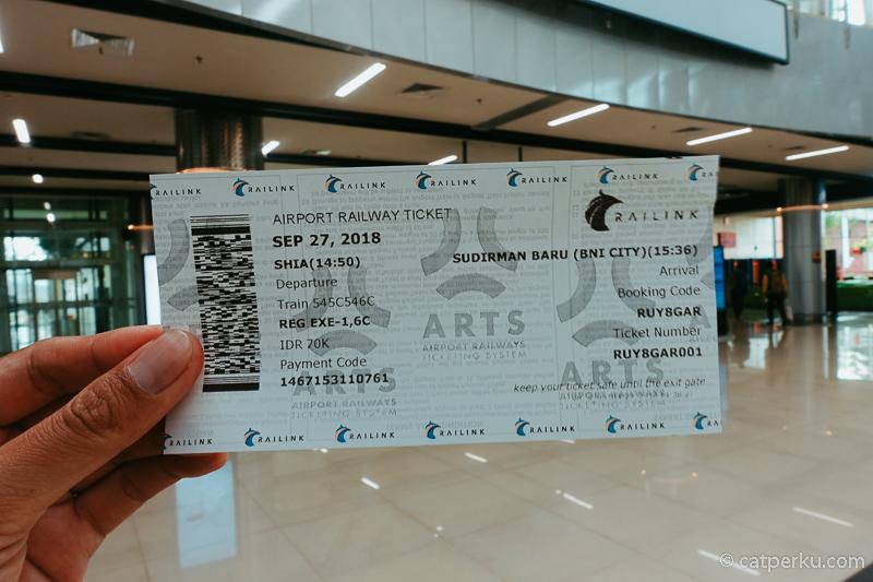 Seperti ini bentuk tiket Kereta Api Bandara Soekarno Hatta yang dibeli di vending machine.