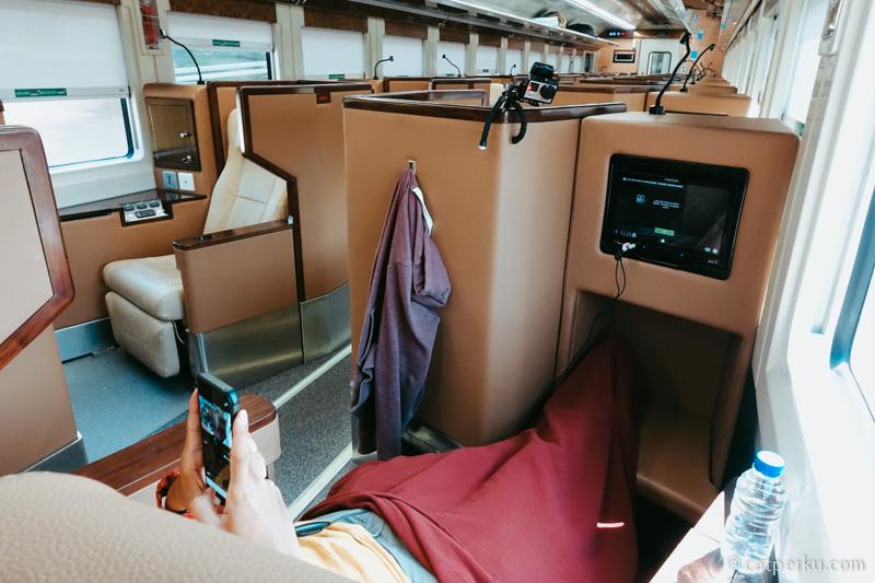 Sleeper seat ini adalah nilai jual utama dari kereta sleeper mewah ini.