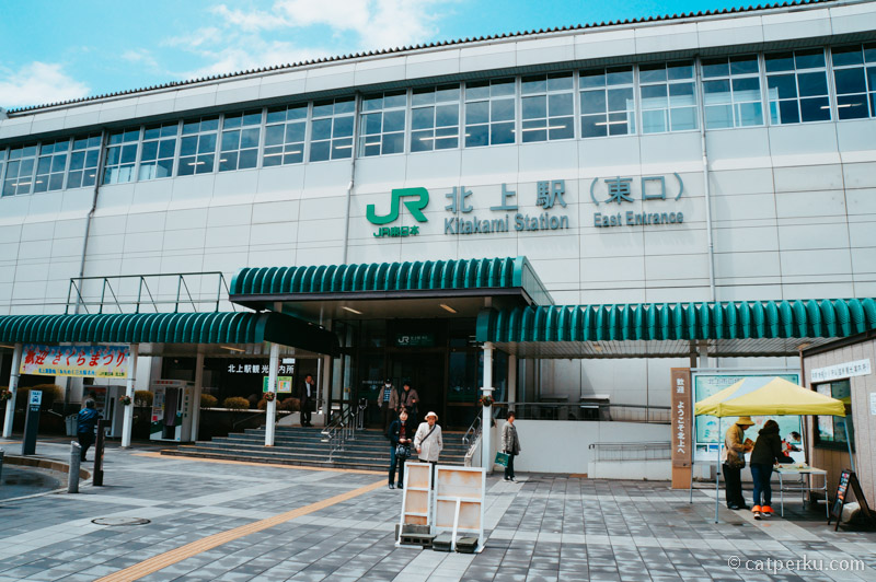 Stasiun JR Kitakami, kota ini terhubung langsung dengan Shinkansen dari Kota Tokyo