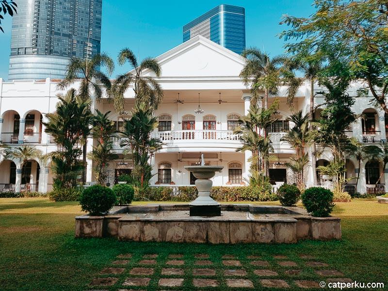 Tampak balkon dari kamar tipe presidential suite yang semalamnya 35 juta rupiah.