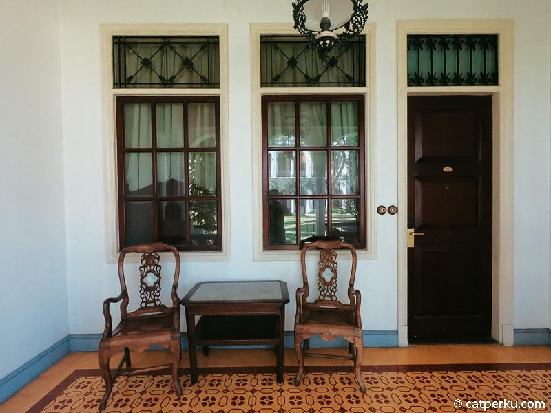 Bagian depan kamar tipe classic atau heritage suite.