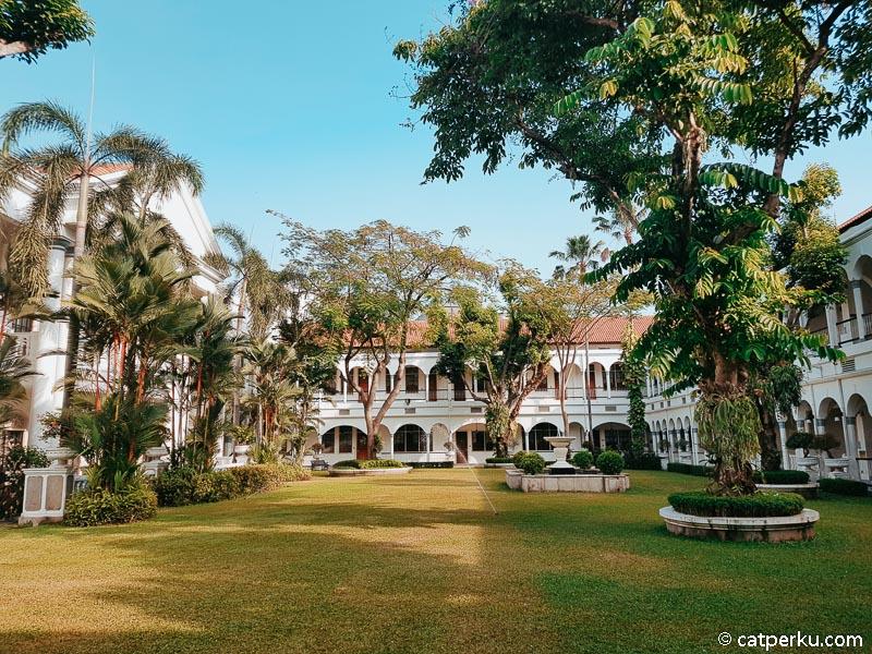 Bagian tengah dari hotel Majapahit Surabaya ini menjadi favorit saya.