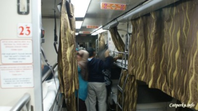 Suasana di dalam KTM Intercity 2nd Class Sleeper