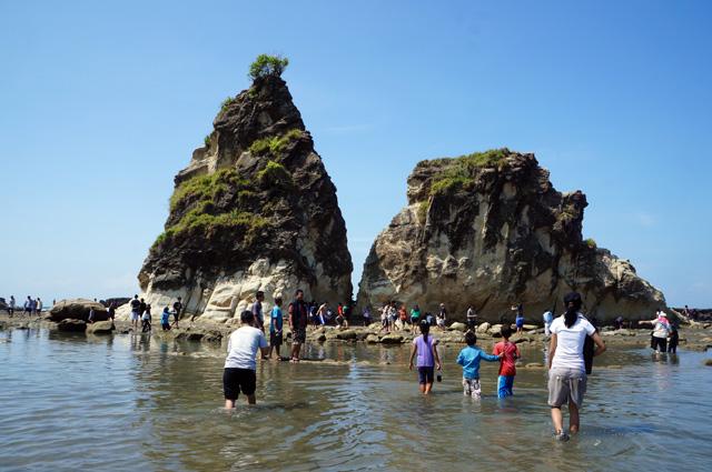 Tanjung Layar, salah satu destinasi yang terkenal di Sawarna