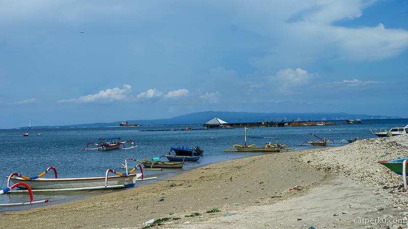 Ternyata banyak kapal bersandar di pulau ini