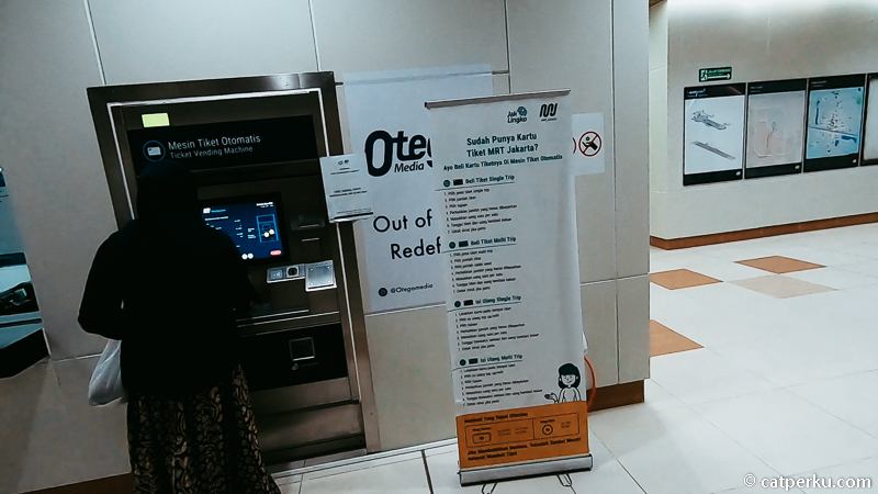 Ticket Vending Machine (TVM) tempat untuk beli Single Trip Ticket (STT) atau Multi Trip Ticket (MTT).