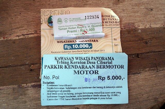 Tiket masuk ke Tebing Keraton IDR 11.000 untuk orang lokal plus parkir sepeda motor IDR 5000.
