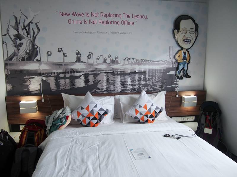 Transit di Bali selama dua hari dulu. Nginep di Berry Biz Hotel Sunset Road!