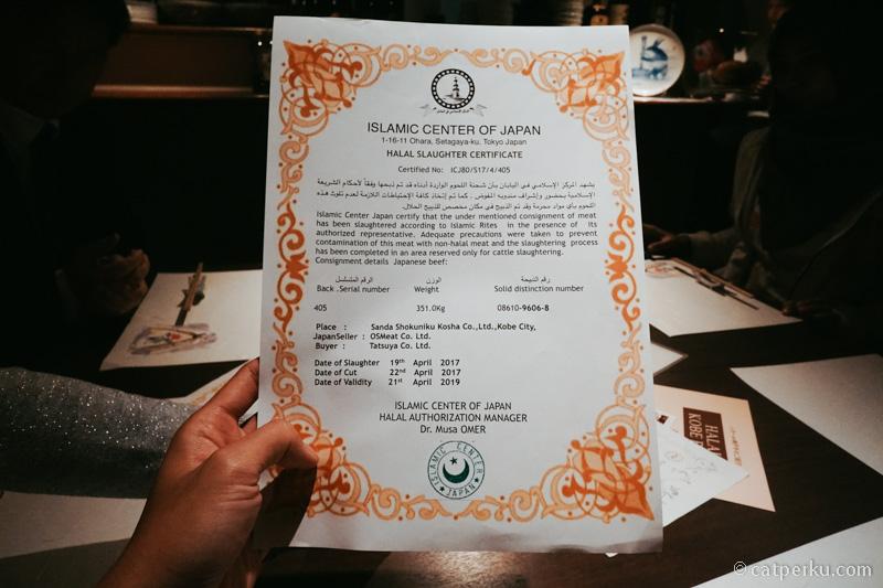Untuk dagingnya pun ada halal certificatenya! Jadi ini beneran Halal Kobe Beef gitu!
