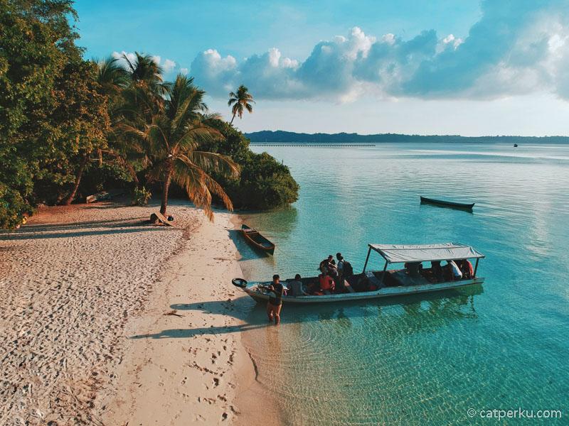 Yang mengejutkan, Pulau Hoga ini keren luar biasa.