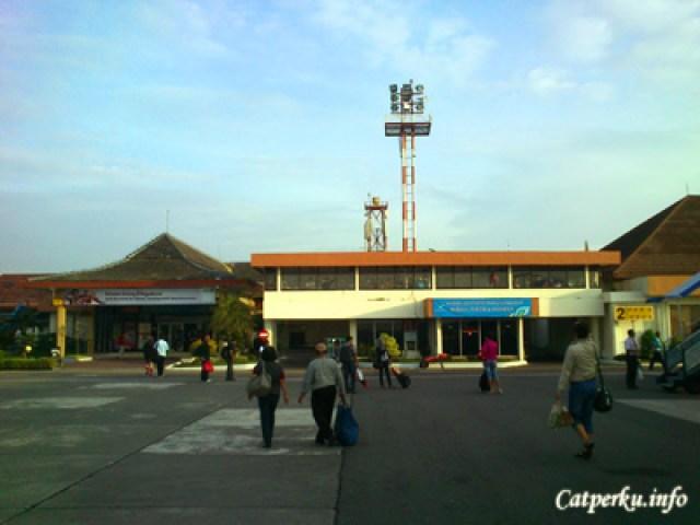 Bandara Internasional Adi Sucipto. Kecil tapi akses sangat mudah.