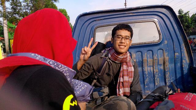 Lagi numpang mobil pickup di Brebes, Jawa Tengah.