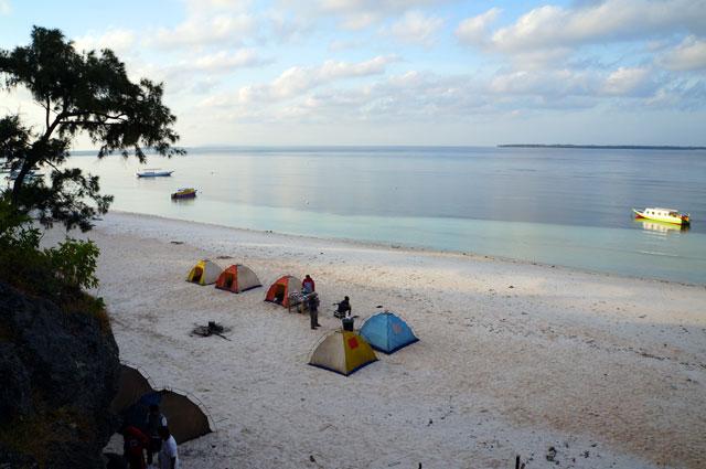 Lihat gradasi warna pantai dan langit di Pantai Bira! Jadi, sudah pada pengen liburan ke Tanjung Bira? :D
