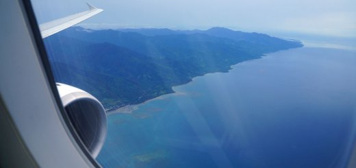 Palawan terlihat ketika pesawat Cebu Pasific yang saya tumpangi akan memutar balik, lalu mendarat di bandara Puerto Princessa.