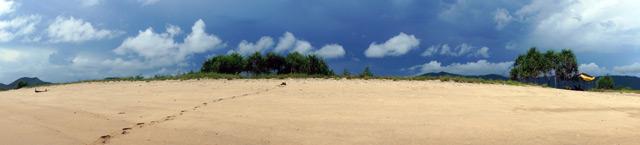 Pantai Aik Kangkung ini sepi sekali.