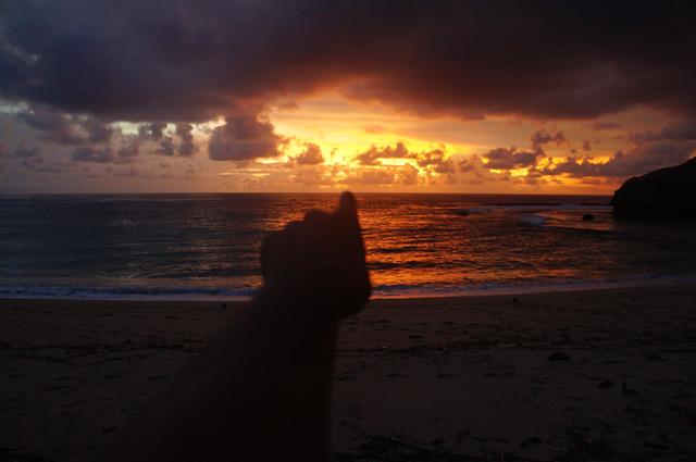 Percayalah, sebuah senja pasti menyimpan arti, untuk kehidupan lebih baik esok hari.