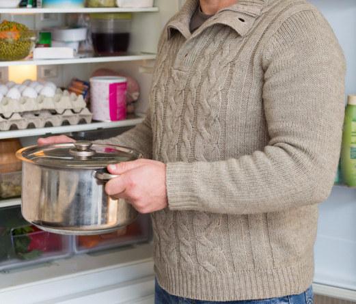 Resultado de imagem para panela na geladeira