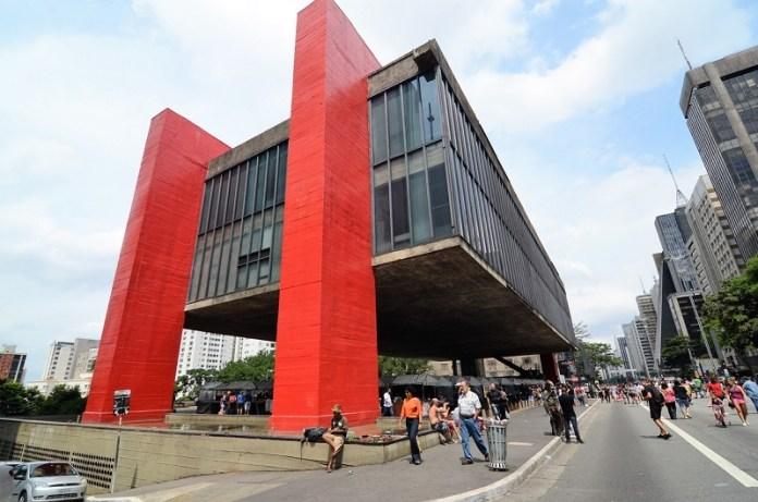Criado por Lina Bo Bardi, o MASP é o cartão postal de SP com seu vão gigantesco - um dos maiores do mundo!