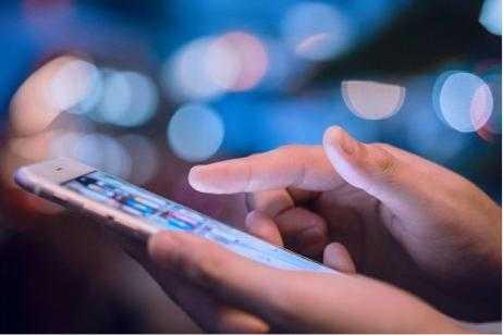 Alertan por una nueva estafa: duplican la tarjeta SIM para robar datos del celular