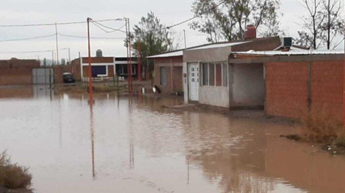 En Catriel llovió más de la mitad de la media anual. Solidaridad con vecinos afectados