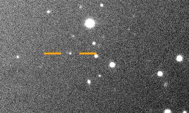 Imagen tomada en mayo de 2018 por el telescopio Magallanes de 6.5 metros en el Observatorio Las Campanas, Chile. Las líneas señalan la posición de Valetudo. Crédito: Carnegie Institution for Science.