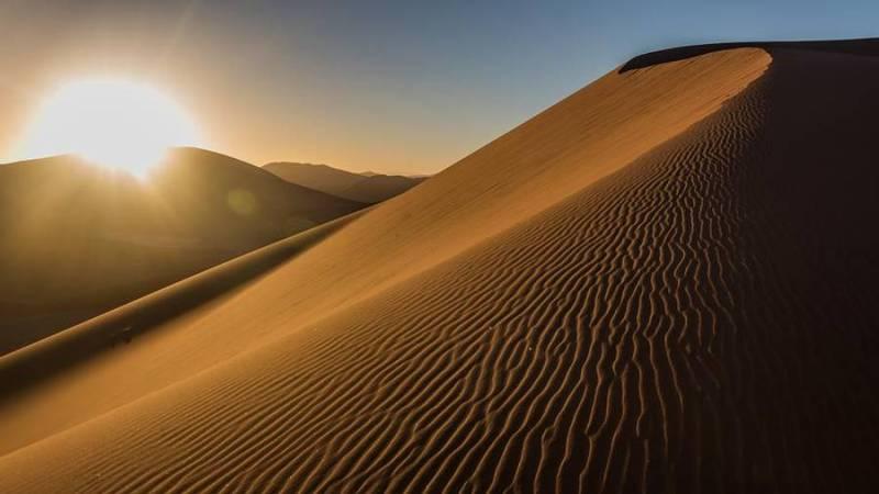 Las dunas más altas de la Tierra están en el desierto de Namibia y pueden alcanzar los 300 metros de altura.
