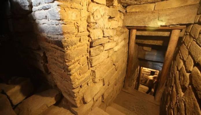 Estas son las nuevas galerías subterráneas que han sido halladas y que presentan los primeros entierros humanos encontrados de la época Chavín. (Foto: Juan Ponce/El Comercio).